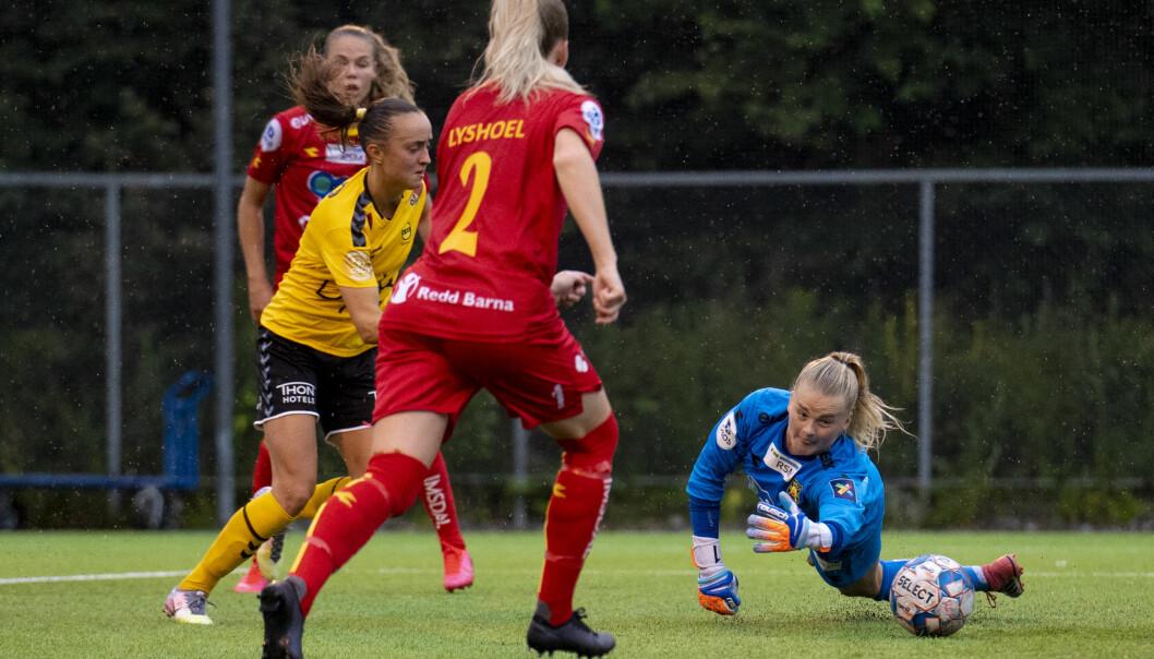 LSKs Andrea Willmann setter inn 0-2 bak Røakeeper Linn-Mari Nilsen.