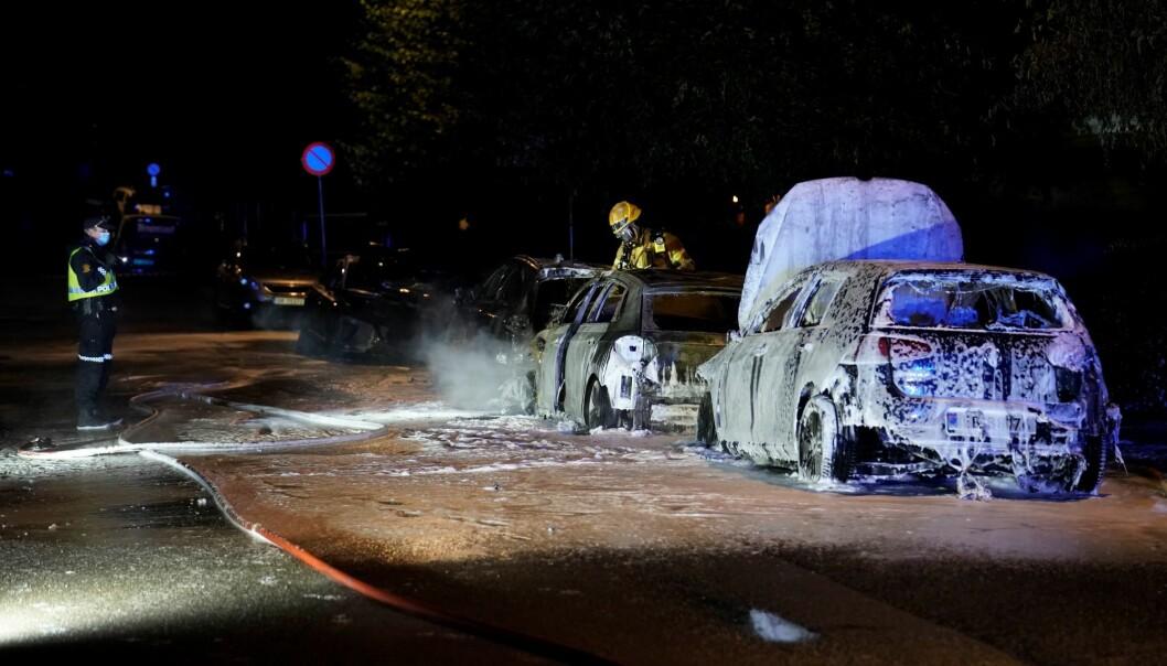 Bilene i Malerhaugveien er totalskadd etter brannen i natt.