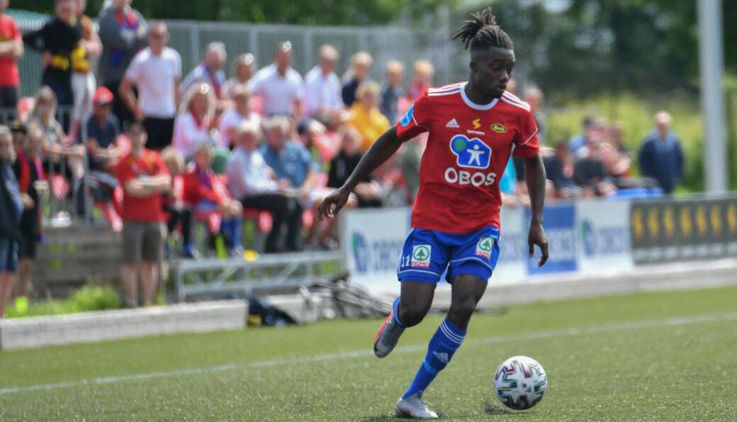 David Hickson tenget seg for ett av målene da Skeid slo Fløya 6-0 i Tromsø.
