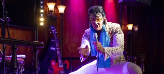 Fra The Scotsman på Karl Johan, er Kjell Elvis i gang med å sette verdensrekord i Elvis-synging