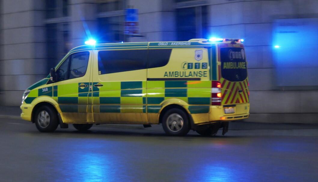 —Bilfører har brutt vikeplikten og kjørt på mopeden som befant seg inne i rundkjøringen, mener politiet.