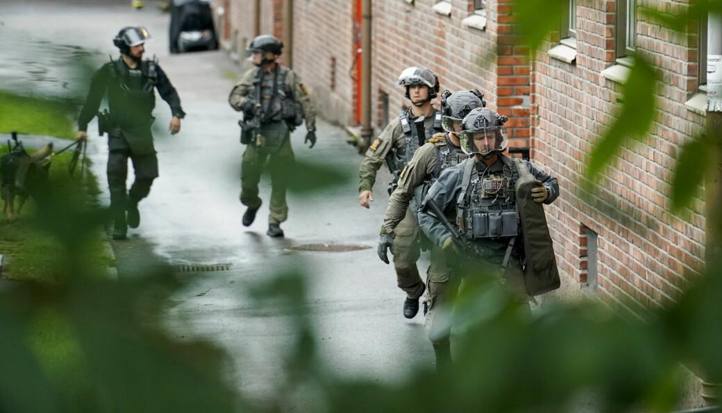 Delta-gruppen og sju politipatruljer søkte gjennom flere oppganger like ved leiligheten i Christian Michelsens gate.