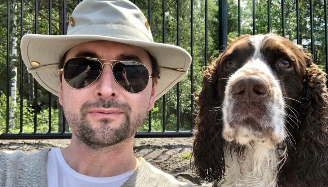 Hundeeier Petter T. Nicolaisen og Ross (7) ser veldig frem til å få en ny hundepark i bydel St. Hanshaugen.