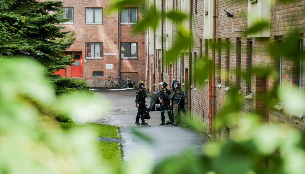 Politiet aksjonerte mannsterkt mot en boligblokk på Torshov i Oslo etter at en mann i 40-årene ble skutt i en leilighet tirsdag. Onsdag formiddag var mannen utskrevet fra sykehus.