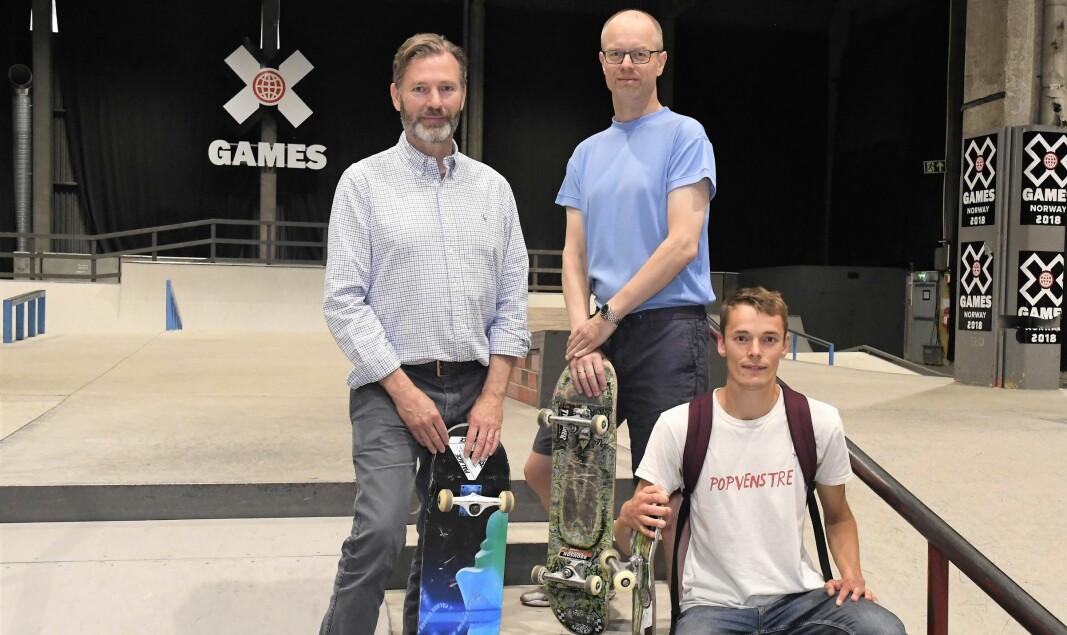 Leder i Oslo skateboardforening Petter Hatlem (t.v), lokalpolitikerne Peder Østring og Tore Wilken Nitter Walaker (t.h) har sørget for at Skur 13 vil fortsette å holde åpent også i fremtiden.