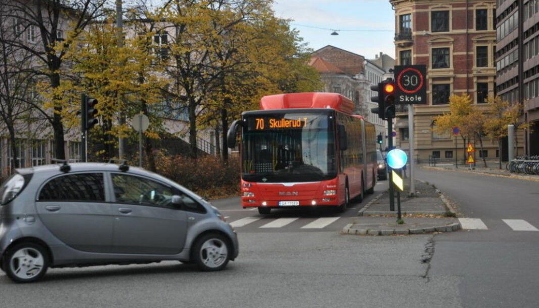 15.000 biler passerte Ruseløkka skole hvert døgn før prøvestengingen. Nå kan bommene bli stående i to år til.