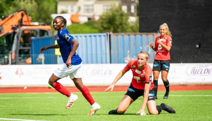 Kamerunske Ajara Njoya er i ferd med å finne målformen fra forrige sesong Her har hun akkurat scoret ett av to mål lørdag.