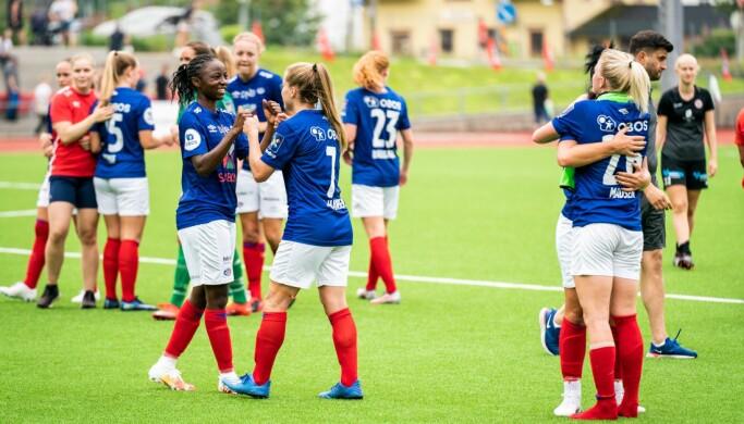 Vålerenga-spillerne var svært godt fornøyde med å innta andreplassen i Toppserien etter lørdagens bortemøte med Arna Bjørnar.