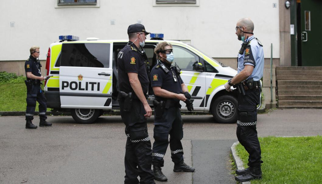 Politiet i Oslo utlyste 100 stillinger, men fikk 16 ganger flere enn søkere. Her er politifolk i jobb onsdag etter melding om at en person skulle ha blitt slått med en jernstang.