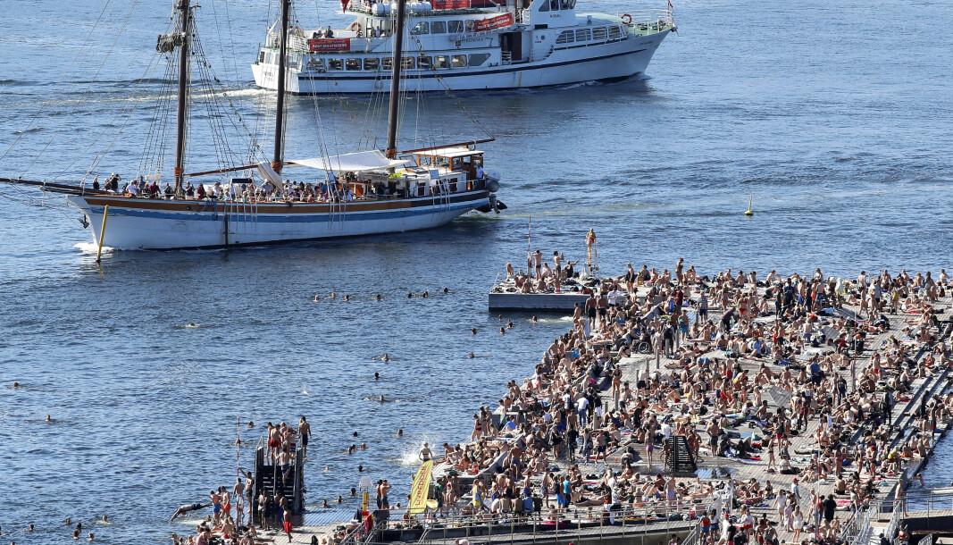Det er trangt om plassen på Sørenga i Oslo på de varmeste sommerdagene. Her er et bilde fra i fjor sommer.