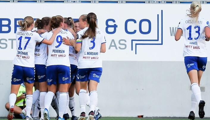 Kolbotn-jentene jubler etter å ha tatt ledelsen 1-0 på Intility arena fredag kveld.