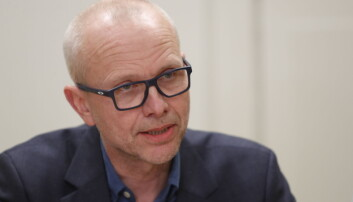 Atle Bjørnbeth ved Oslo universitetssykehus beklager at tre pasienter har hatt nærkontakt med en smittet ansatt, men sier de har fulgt alle prosedyrer.