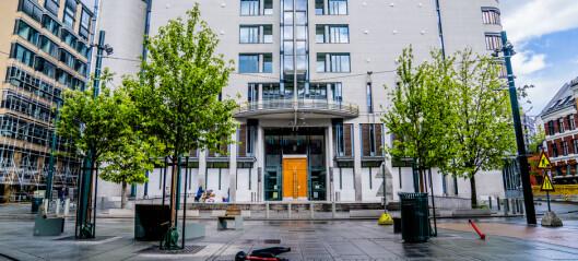 Koronasmittet mann tiltalt for å ha brutt isolasjon må møte i retten: Nekter å godta bot på 20.000