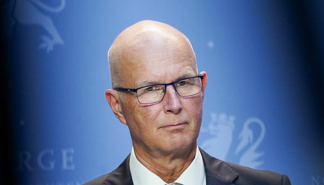 — Jeg er urolig, og det er ekstremt viktig at man raskt får kontroll på situasjonen, sier helsedirektør Bjørn Guldvog.