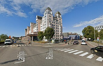 Politikontrollene fortsetter hele uka: 25 syklister og elsparkesyklister tatt på rødt lys i Rådhusgata