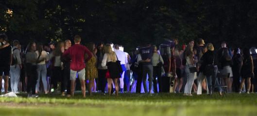 Oslo-politiet stanset i natt store fester i Stensparken og på St. Hanshaugen. Vurderer aksjon mot privatfester