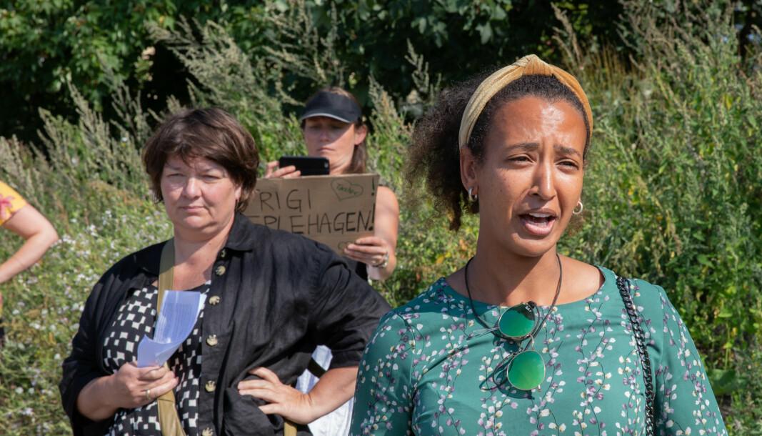 Anne Wodstrup (fra Bastia) til venstre og bydelsutvalgsleder Almaz Asfaha (MDG) har helt forskjellig syn på hva Torshovtoppen bør være i framtida.