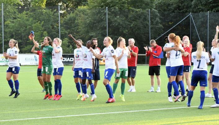 Så glade ble Vålerenga-damene etter seieren mot byrivalen Røa.
