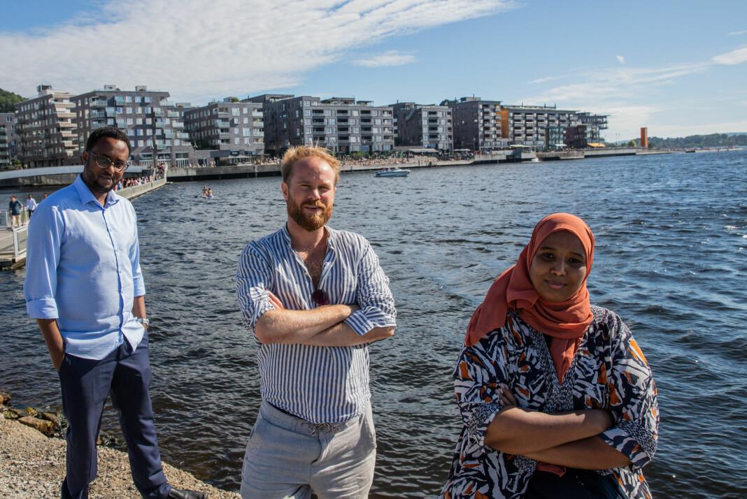 F.v. Hussein Awad Nuur, Stian Amadeus Antonsen og Marian Hussein er alle bekymret for svømmeferdigheten til de unge i Oslo.
