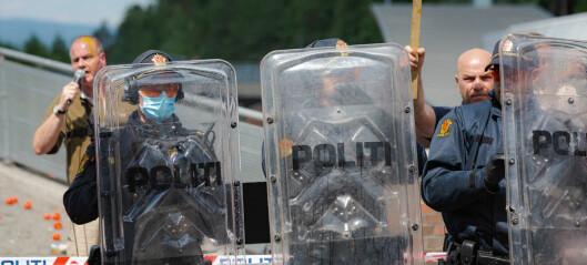 Stort politioppbud ved Sian-stand på Furuset senter