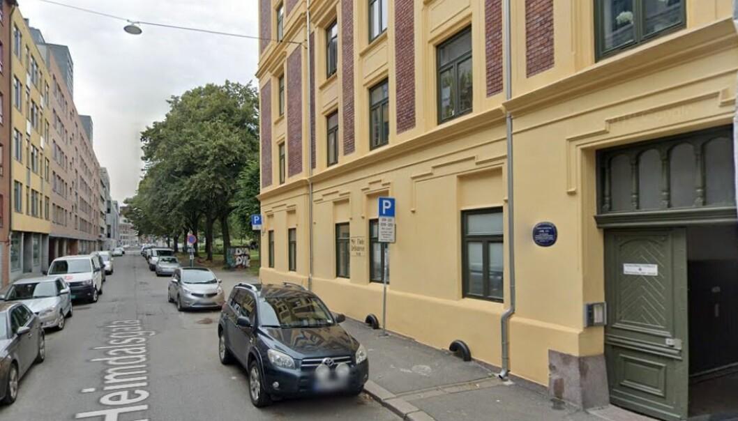 Her i Heimdalsgata 26, best kjent fra Rudolf Nilsens dikt Nr. 13, nektet passasjeren å gjøre opp for seg.