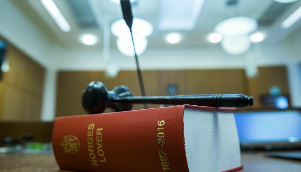 En kvinne møter mandag i Oslo tingrett, tiltalt for to drapsforsøk tidligere i år.