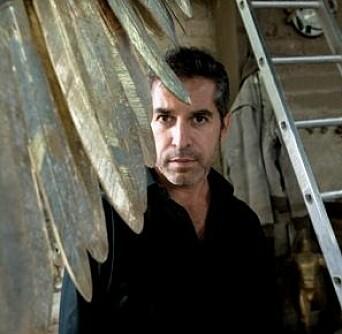 Jorge Marín var yngst av ti søsken. Han har arbeidet som billedhugger i 25 år.