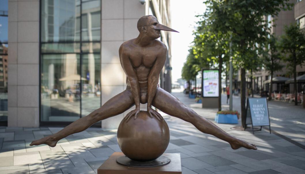 Skulpturen Split Monumental, av billedhuggeren Jorge Marín, kan nå beskues på Aker brygge.