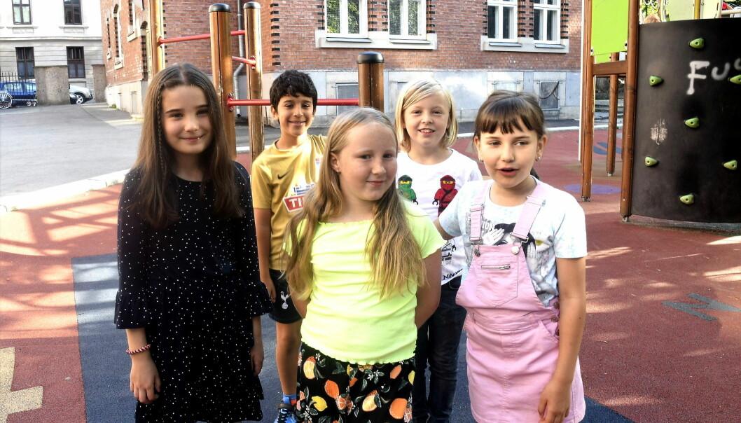 Fjerdeklassingene (fra v.) Sara, Matin, Alexandra, Mika og Luna stortrives på aktivitetsskolen ved Grünerløkka skole. Nå får ytterligere 1300 tredje- og fjerdeklassinger tilbud om gratis kjernetid i aktivitetsskolen.