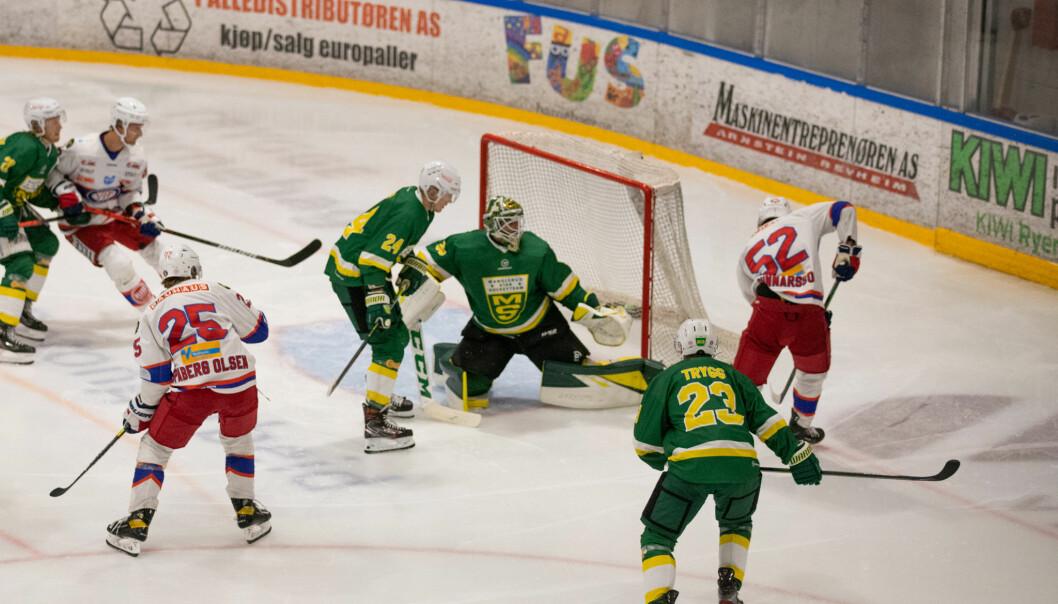 MS har en matchvinner i keeper Lars Haugen, her er det Filip Gunnarsson som prøver seg.