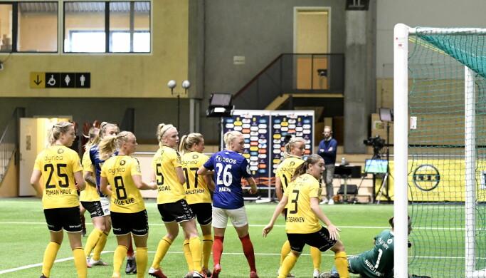 Endelig vant Vålerenga-damene en bortekamp mot Lillestrøm. Her har Ingibjörg Sigurdardottir akkurat gitt Oslolaget ledelsen 1-0.