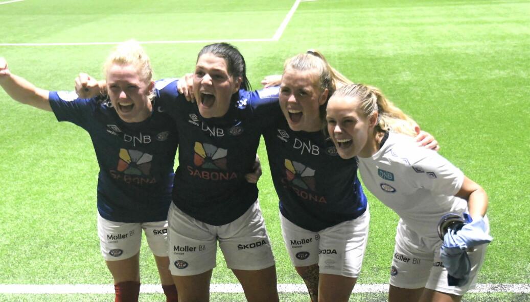 Rikke Marie Madsen, Dejana Stefanovic, Ingibjörg Sigurdardottir og Andrine Tomter jubler etter å ha slått erkerivalen Lillestrøm 3-1 lørdag ettermiddag.