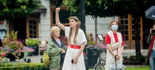 Stort oppmøte på demonstrasjon i solidaritet med Hviterussland. Se bildene