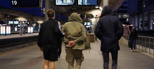 En mann pågrepet etter bombetrussel mot Oslo S. All togtrafikk stanset og publikum evakuert