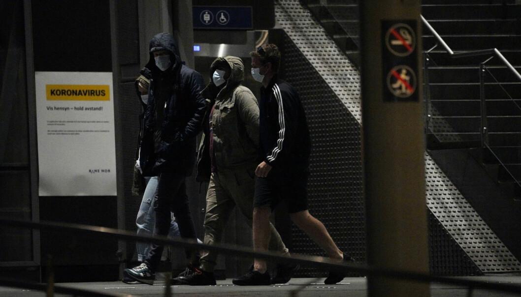 Folk måtte evakueres fra Oslo S og Østbanehallen etter at en mann fremsatte en bombetrussel tirsdag kveld.