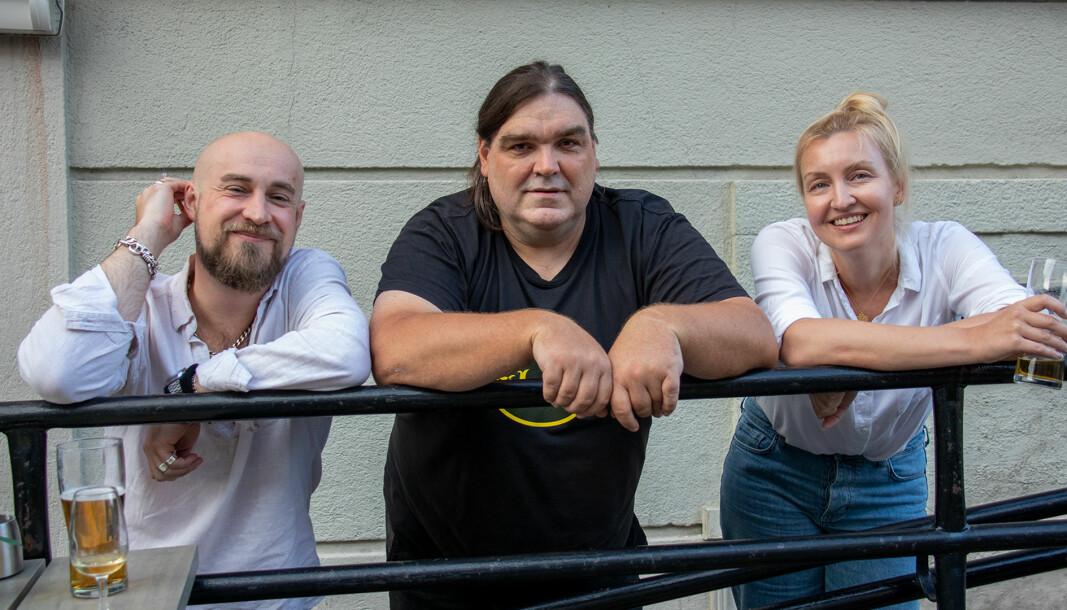 Kunstnerne Dean Kaxe, Morten A. Fagerli og Stine Benedichte Lygra høstet applaus for sitt nye bilde av Jokke.