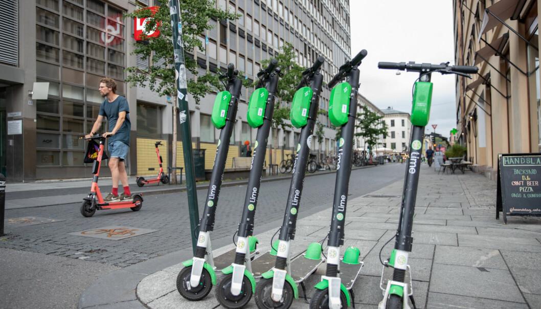 Regjeringen vil ikke gjøre noe med elsparkesyklene i år.