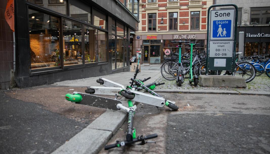 Regjeringen må endre sin beslutning fra 2018, som gjorde elsparkesyklene om til sykler i by, mener Stein Leikanger.