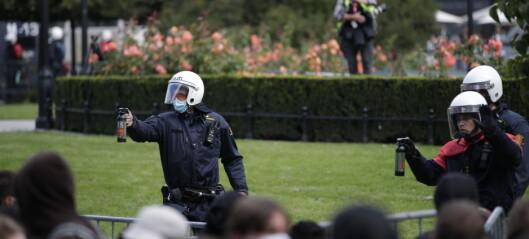 Politiet brukte igjen tåregass mot demonstranter. Men sang og trommer overdøvet Sian foran Stortinget