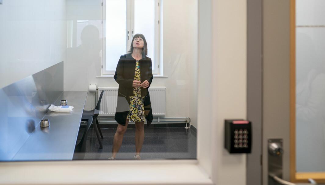 Rina Mariann Hansen, byråd for arbeid, integrering og sosiale tjenester Her er hun i et inhaleringsrom for heroin som ligger vegg i vegg med sprøyterommet i Prindsen mottakssenter i Storgata.