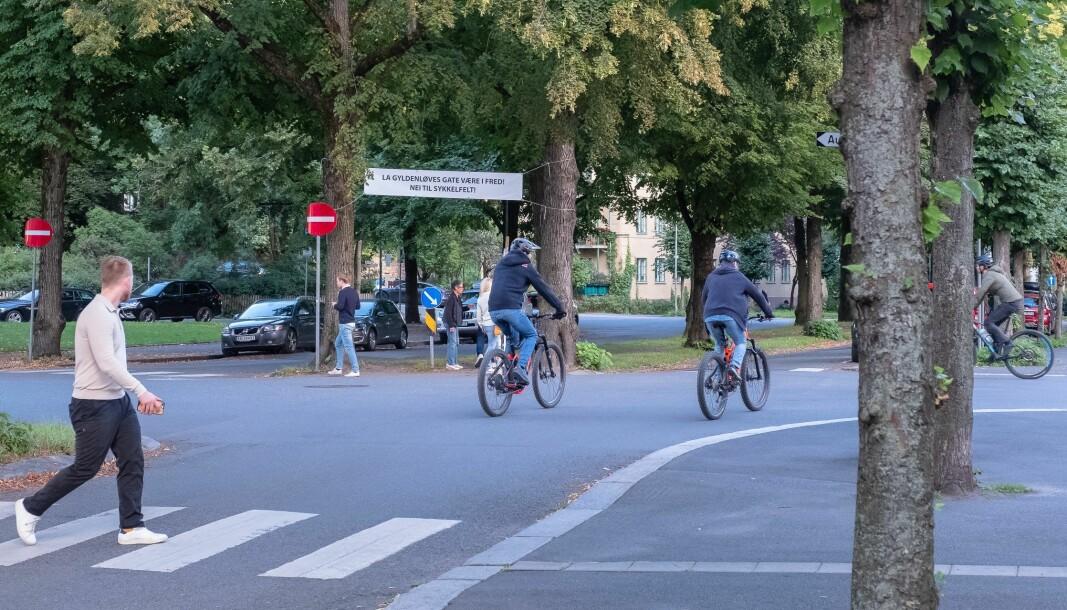 Syklister i Gyldenløves gate uten sykkelfelt Bildet er tatt i august 2020 før anlegging av sykkelvei startet i gaten