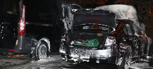 Bilbranner i Ravnåsveien på Holmlia i natt: - Ingenting som tilsier at det er påtent