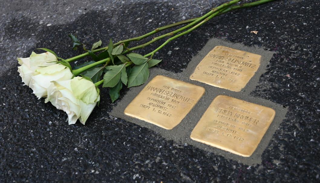Snublesteiner skal minne oss om Sarah Selikowitz og hennes to døtre; Hannah Selikowitz og Frida Krømer.