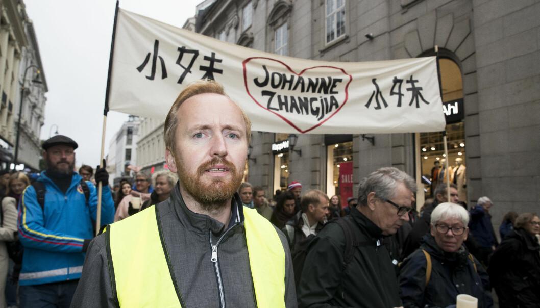Rune Berglund Steen er leder i Antirasistisk Senter. Her er han fotografert i 2019 under en lysmarkering i forbindelse med drapet på Johanne Zhangjia Ihle-Hansen og andre som har blitt ofre for rasistisk motiverte drap.
