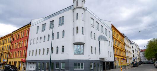 Kvinne bet av fingeren til kvinne i moské, må stille på tiltalebenken tirsdag