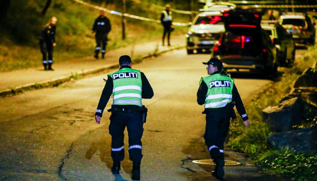 Politiet søker etter flere gjerningspersoner etter at en mann i 30-årene ble knivstukket på åpen gate i Bredtvetveien i Groruddalen. Foto: Terje Pedersen / NTB scanpix