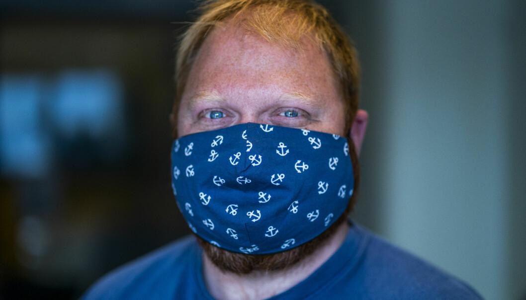 Helsemyndighetene anbefaler bruk av munnbind for å redusere smitten av korona.