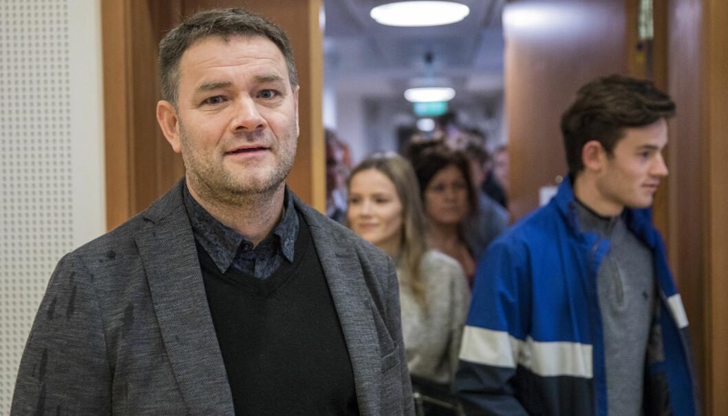 Arne Viste er tiltalt for å ulovlig gitt arbeid til asylsøkere uten arbeidstillatelse. Mandag startet saken i Oslo tingrett.