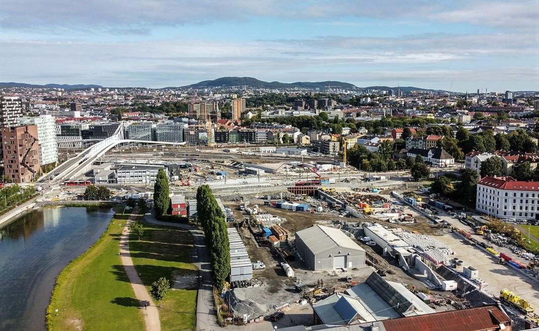 I desember 2022 blir dagens Middelalderpark dobbelt så stor som hva den er i dag. Utvidelsen kommer over spor- og anleggsområdet til høyre i bildet.
