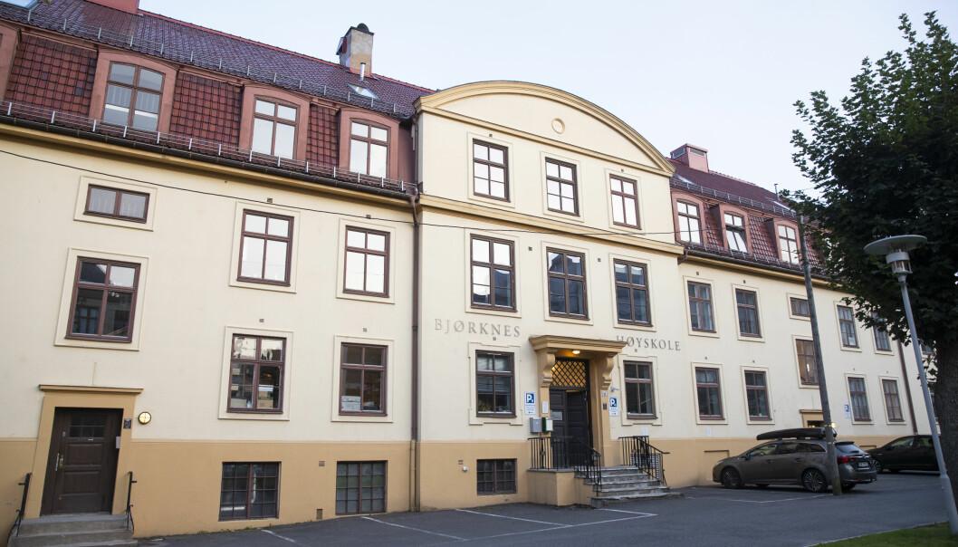 Det er registrert ytterligere åtte tilfeller av covid-19 på Bjørknes Høyskole i Oslo. Fredag var i alt 21 personer bekreftet smittet.